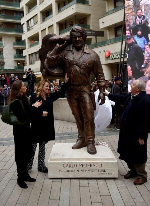 La statua di Bud Spencer